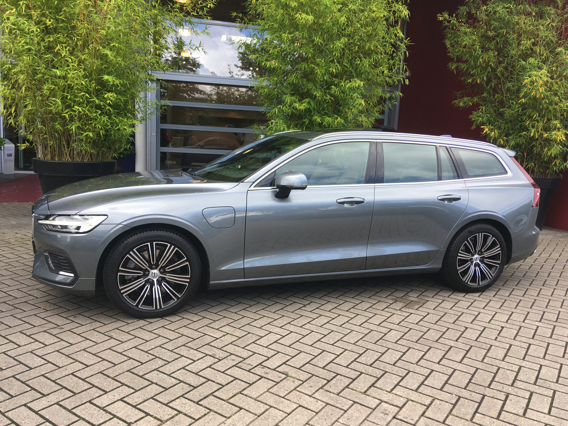 Volvo V60 2.0 T8 Twin Engine AWD Inscription Geatronic